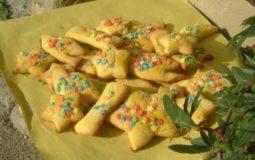 I befanini sono deliziosi biscotti aromatizzati al rum, tipici della tradizione toscana, che vengono preparati per la festa della Befana.