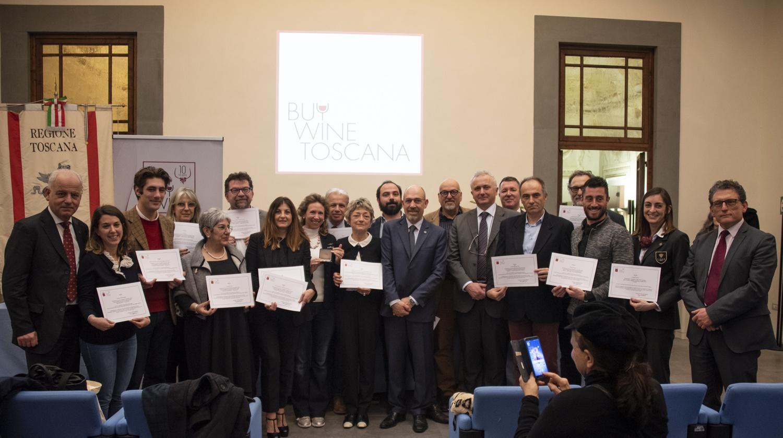 L'assessore Marco Remaschi premia la miglior sommelier FISAR e il miglior enologo 2019.