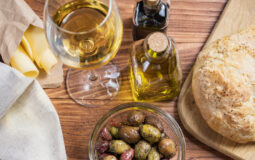 Prodotti agroalimentari (pane, olio, olive, vino, pasta)