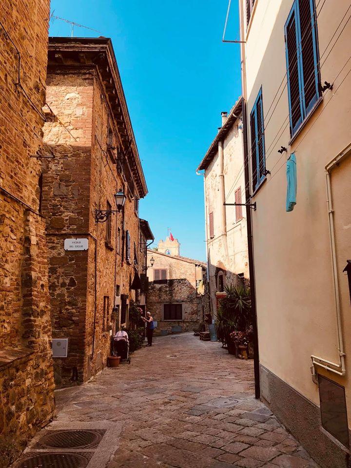 I vicoli del centro storico di Gambassi Terme, Toscana