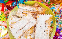 Chiacchiere o cenci: dolci tipici di Carnevale in Toscana. Foto di Antonio Gravante